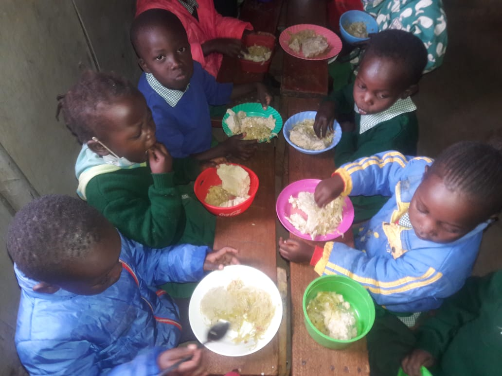 Children at Future Stars eating lunch